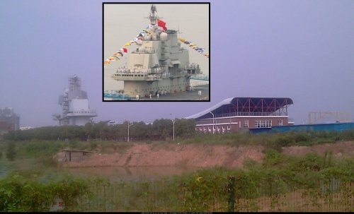 Liaoning mockup at Wuhan - maybe for 001A - 25.9.14xs.jpg