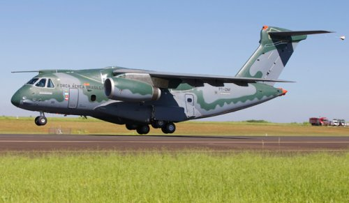 Embraer KC-390 first Flight 03Feb2015_01.jpg