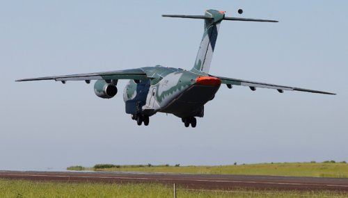 Embraer KC-390 first Flight 03Feb2015.jpg