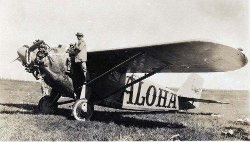 1927 Dole Air Race - Wheeler Field - NX914 - Aloha - Jensen and Farrington.jpg