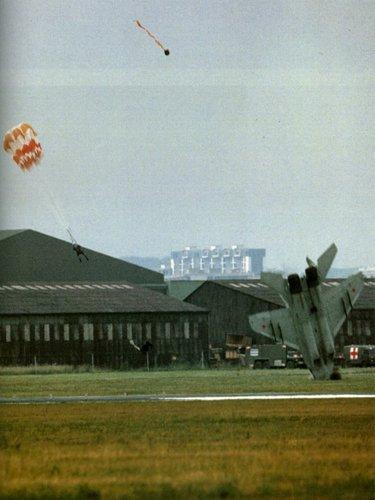 170517050728-1989-paris-air-show-russian-mig-crash-640x640.jpg