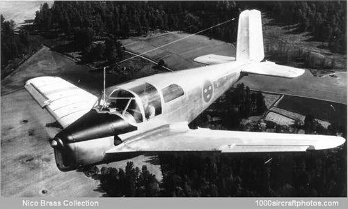 Sweden Saab 201 prototype Safir w wings of Tunnan 1947.jpg