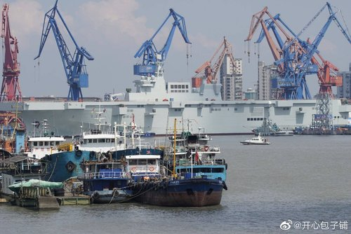 PLN Type 075 LHD - 20190926 - ship is out - 5.jpg