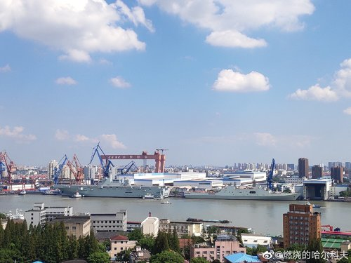 PLN Type 075 LHD - 20190926 - ship is out - 9.jpg