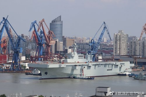 PLN Type 075 LHD - 20190926 - ship is out - 16.jpg