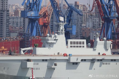 PLN Type 075 LHD - 20190926 - ship is out - 18.jpg