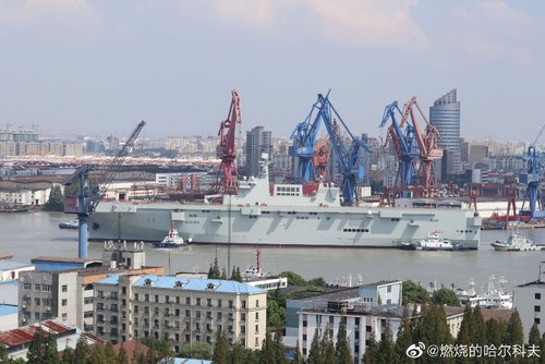 PLN Type 075 LHD - 20190926 - ship is out - 20.jpg