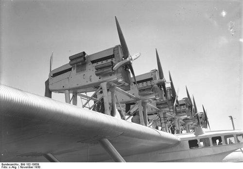 Bundesarchiv_Bild_102-10659,_Flugschiff_Dornier__Do_X_,_Motorenanlage.jpg
