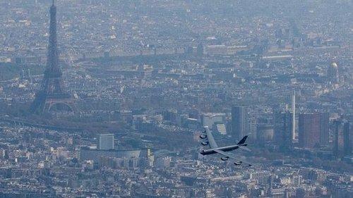 B-52-over-Paris.jpg