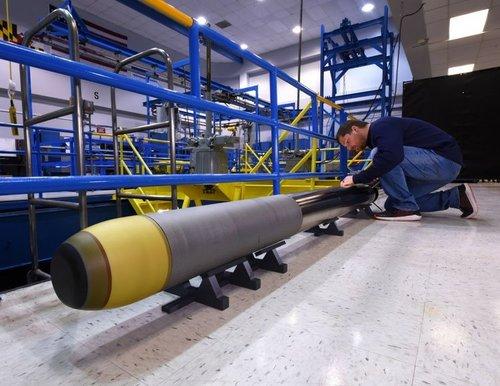 Northrop+Grumman+Builds+Very+Lightweight+Torpedo+for+US+Navy_1_9d80ef5a-97fa-4f9e-bed2-4d9bbf4...jpg