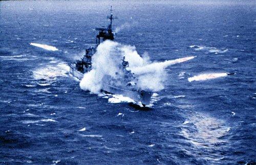USS_Albany_(CG-10)_firing_missiles_1963_(colour).jpg
