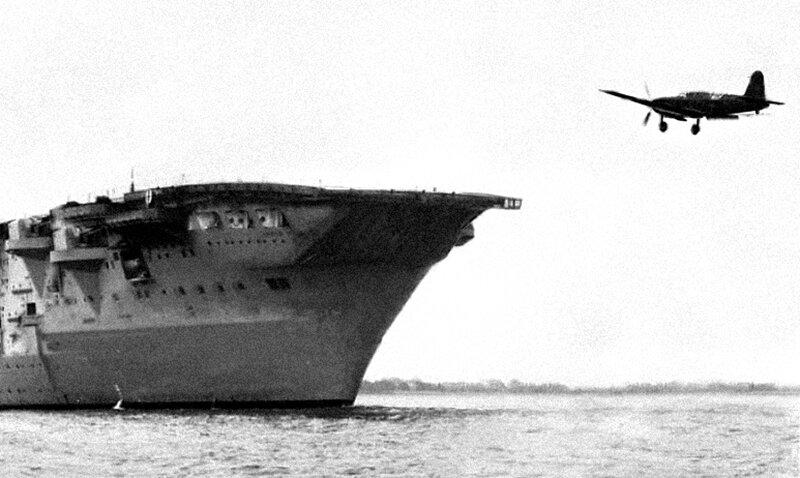 Ca 336 landing on Aquila.jpg
