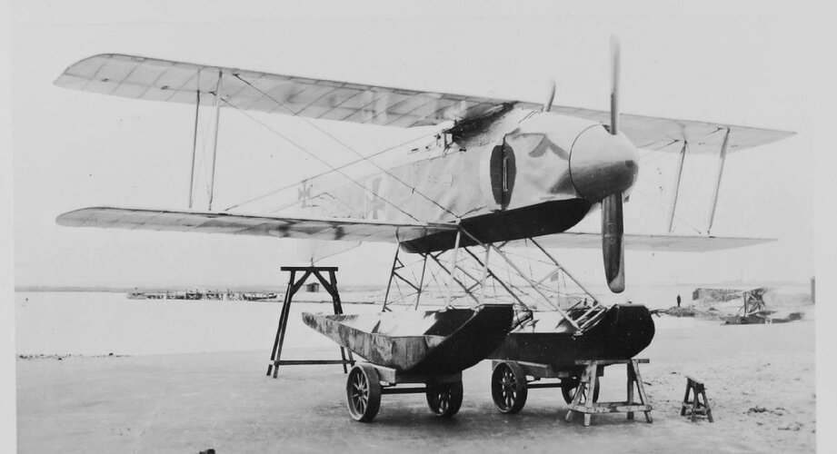 DE Gotha WD-10 (Wasser Doppeldecker) fighter floatplane 1916 retractable floats aka U-1 design...jpg