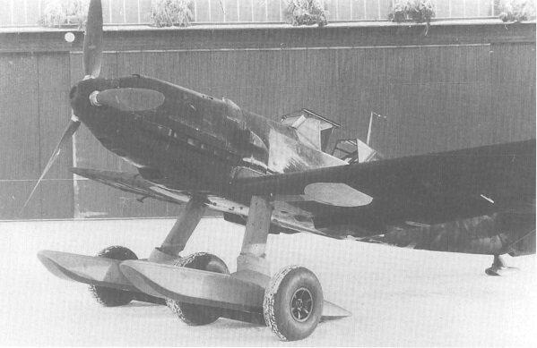 Bf 109 with skis (Bf 109 mit Schneekufen).jpg