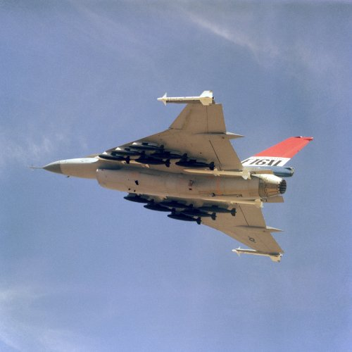 F-16XL_loaded_with_500lb_bombs.jpg