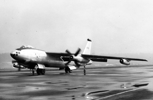 Boeing_XB-47D_on_runway.jpg