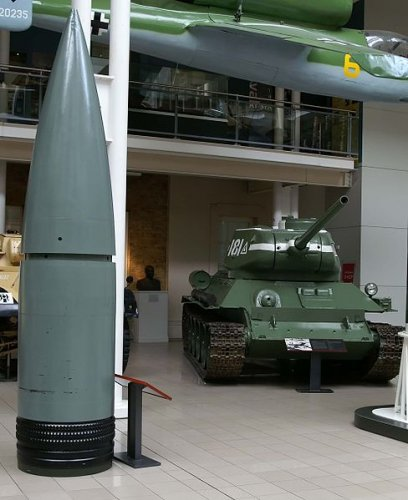 488px-80_cm_Gustav_shell_compared_to_T-34.jpg