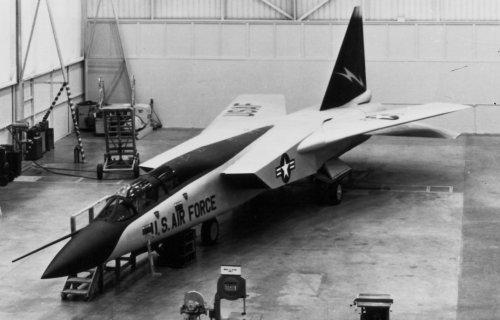 Mock up of early Model 818 design to USAF SOR-183 comp.jpg