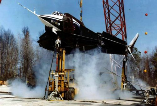 Tethered-hover test of the XFV-12A in 1978.jpg