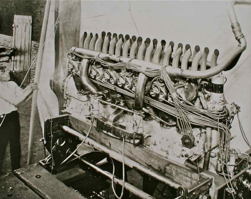 Duesenberg V-16 Aircraft Engine.jpg
