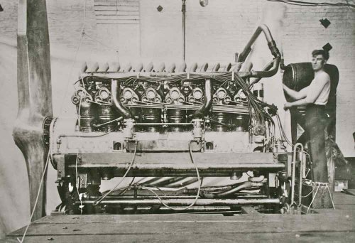 Duesenberg V-16 Aircraft Engine1.jpg