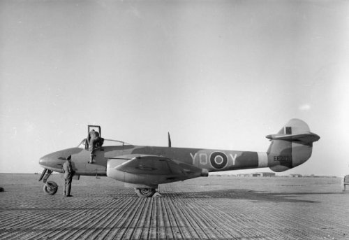 gloster meteor I of 616sqdn at Manston.jpg
