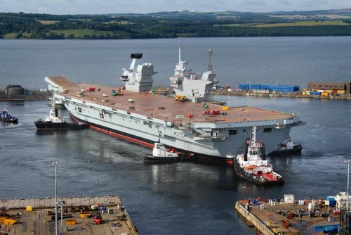 HMS Queen Elizabeth in the water 1.jpg