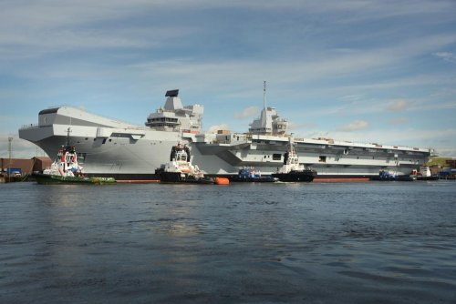 HMS Queen Elizabeth in the water 2.jpg