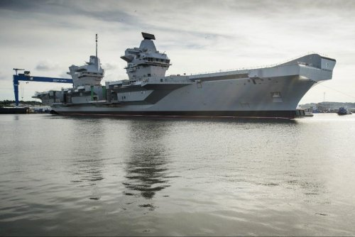 HMS Queen Elizabeth in the water 3.jpg