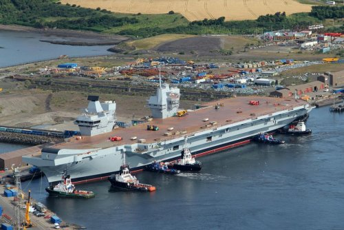 HMS Queen Elizabeth in the water 4.jpg
